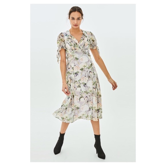 8bb3c15de5e NWT Elvi UK sweet Pea Floral Print Tea Midi Dress